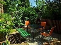 posezení na terase - chata k pronajmutí Klášterec nad Ohří