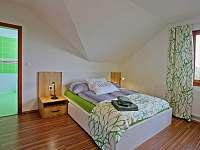 Zelený pokoj, postel - Karlovy Vary - Dvory