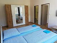 čtyřlůžkový pokoj - pronájem apartmánu Jáchymov