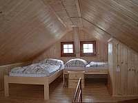 ložnice podkroví - chata k pronajmutí Moldava - Nové Město