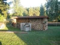 zahradní krb,udírna a zapuštěné ohniště - chata k pronájmu Rájec