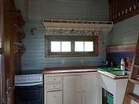 Větší chaloupka - kuchyně - chata ubytování Bečov