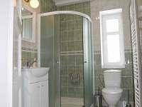 Koupelna - světlá a čistá - Abertamy