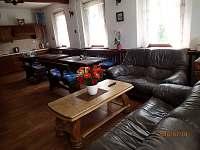společenská místnost s kuchyní - chalupa ubytování Kraslice