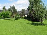 Část zahrady - chalupa k pronájmu Brandov