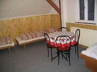 Horní pokoj 4 lůžka - pronájem chalupy Brandov