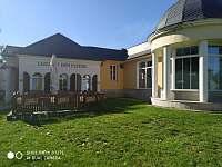 Kavárna u lázeňského domu, vedle bazén - Klášterec nad Ohří