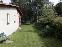 Posezení vedle domu - chata k pronájmu Jáchymov - Mariánská
