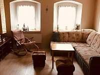 obývací pokoj - chalupa k pronajmutí Kovářská