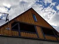 Pohled na balkon - apartmán k pronajmutí Abertamy
