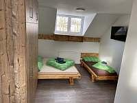 Pětilůžkový pokoj 2 patro - chata k pronajmutí Loučná pod Klínovcem