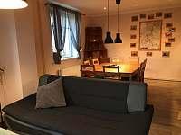 obývací pokoj s jídelním koutem - rekreační dům k pronajmutí Ústí nad Labem
