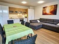 A4 - obývací pokoj s kuchyňským koutem - Loučná pod Klínovcem