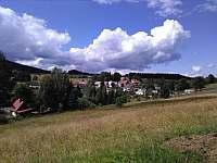Pohled z Andělské ulice - chata k pronajmutí Pernink