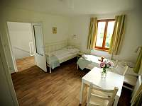 1.patro ložnice se dvěma lůžky - rekreační dům k pronájmu Hroznětín