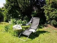odpočinek na zahradě - rekreační dům k pronájmu Hroznětín
