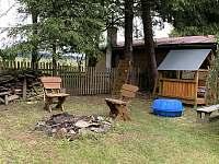 dětský koutek + ohniště - pronájem chaty Abertamy