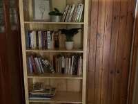 knihovna na chodbě - pronájem chaty Abertamy