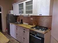 kuchyň přízemí - pronájem chaty Abertamy