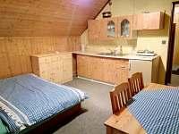 pokoj 3 kuchyň patro - chata k pronájmu Abertamy