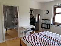 R2 Pokoj pro dva s koupelnou a kuchyňským koutem - pronájem apartmánu Horní Blatná