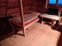 lůžko v přízemí s tv na satelitní příjem - chata ubytování Horní Krupka