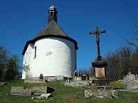 nedaleký kosteíík se starým německým hřbitovem - pronájem chaty Horní Krupka