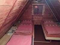 podkrovní ložnice - chata k pronajmutí Horní Krupka