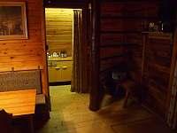 schodiště a vstup do kuchyňky - pronájem chaty Horní Krupka