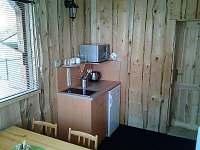 kuchyňka + jídelní koutek pokoje 2