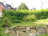 pohled z domu - chalupa k pronájmu Kovářská