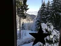 Pohled z kuchyňského okna - pronájem chaty Měděnec
