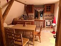 První patro kuchyň - chata k pronajmutí Měděnec