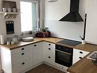Myslíme si, že v této kuchyni si budete vařit rádi a hlavně s láskou. - pronájem apartmánu Boží Dar