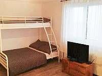 Druhá ložnice s palandou a pěti lůžky - pronájem chaty Mikulov v Krušných horách