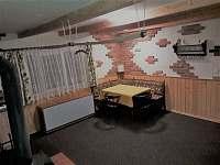 Obývací pokoj (jídelní stůl) - chata ubytování Abertamy - Vršek