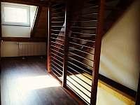 nové zábradlí u schodiště - chalupa k pronajmutí Vejprty - Nové Zvolání