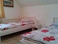 Ložnice apartmánu - rekreační dům k pronajmutí Tisá