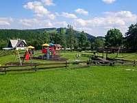 Dětské hřiště 100m od domu - apartmán k pronajmutí Abertamy