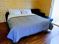 Obývací pokoj s rozkládacím gaučem - pronájem apartmánu Mikulovice