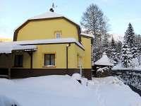 Pohled zezadu v zimě - chata k pronajmutí Nové Hamry