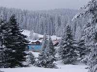 Pohled na Modrou z Karlovarské ulice