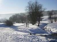 romantický potok u chaty - Pernink