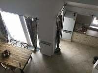 Obývací prostor (kuchyně,jídelna, ) - rekreační dům k pronájmu Boží Dar