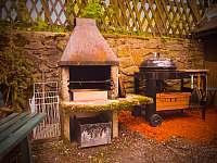 Chalupa Klíny - venkovní grill - k pronajmutí