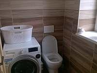 Koupelna přízemí - chalupa k pronájmu Kovářská