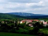 Kovářská.....v pozadí Klínovec -