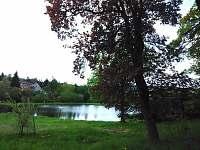 nedaleký rybník - Kovářská