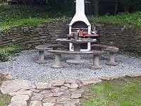 posezení u grilu - chalupa ubytování Loučná pod Klínovcem - Háj