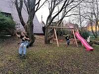ráj pro děti před domem - Loučná pod Klínovcem - Háj